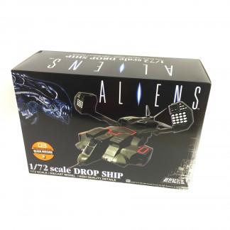 Alien Dropship Diecast Black version - Aoshima Miracle House Chogokin02